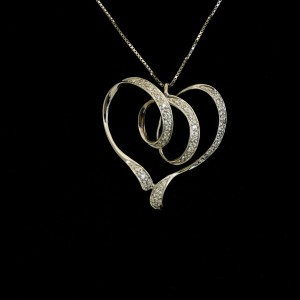 """Collanina """"Heart"""" con diamantini"""